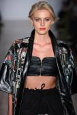 Model walks runway for Emporium presentation — Stock Photo