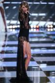 Taylor Swift during the 2014 Victoria's Secret Fashion Show — Stock Photo