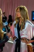 Backstage at the Victoria's Secret fashion show — Stock Photo