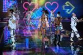 Ariana Grande at Victoria's Secret fashion show — Stock Photo