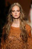 Alberta Ferretti show as part of Milan Fashion Week — Stock Photo