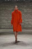 Desfile de moda Jung Wan hijo durante la semana de la moda Mercedes-Benz — Foto de Stock