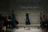 Son Jung Wan fashion show — Stockfoto