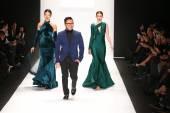 Designer Walter Mendez and models — Stock Photo