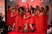 All Celebrities at the Go Red For Women Red Dress Collection 2015 — Stock fotografie