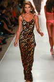 Indah fashion show — Stock Photo