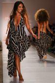 Indah fashion show — Stok fotoğraf