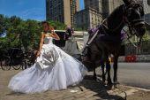 Kalyn Hemphill pose at the Irina Shabayeva Bridal collection — Fotografia Stock
