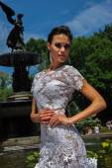 Model Kalyn Hemphill pose by the fountain — Stock Photo