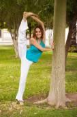 Woman doing leg split — Stock Photo