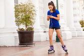 Girl skating in the city — Stock Photo