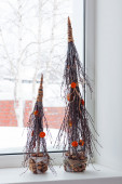 Abstract Christmas trees from natural materials standing on the  — Stock Photo