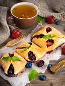 Fruit tarts with berries — Stock Photo