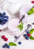 Milkshake with blueberries, raspberries and mint — Stock Photo