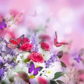 Delikatny róż i motyl — Zdjęcie stockowe