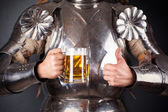 Knight holding mug of beer — ストック写真