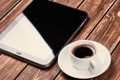 Empty tablet pc and a coffee  — Stockfoto