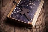 Closeup of wooden Christian cross  — Zdjęcie stockowe