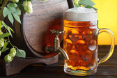 Beer barrel with fresh hops — Stock Photo