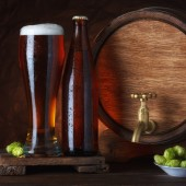 Beer glass with barrel — Stock Photo