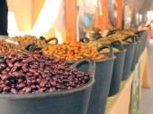Oliven auf einem markt — Stockfoto