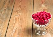 Frozen red currant berries in a glass bowl — Stockfoto