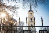 Orthodox church on sunny winter day. — Stock Photo