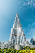 Burj Khalifa vanishing in blue sky in Dubai, UAE. — Stock Photo