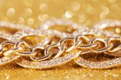 Close up of gold chainlet. luxe golden glitter background — Stock Photo