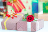 Gilf box and red rose  — Stock Photo