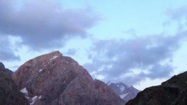 日没で山地 — ストックビデオ
