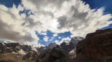 Bright summer mountain landscape — Vídeo stock