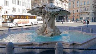 Triton fountain, Piazza Barberini. Rome — Stock Video