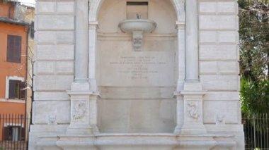 Fountain in Piazza Trilussa. Rome, Italy — Stock Video