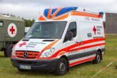 Röda korset ambulans — Stockfoto