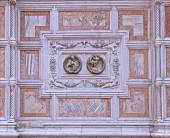 Venice, marble cover of a church facade - detail — Stock Photo