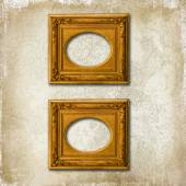 Two golden frames on a grunge wall — Stock Photo