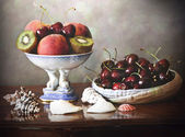 Interior with summer fruits tray and plate and shells — Stock Photo
