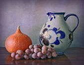 Water jug, Hokkaido pumpkin and grapes — Stock Photo