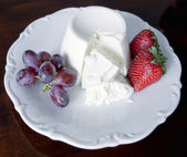 Low calories soft cheese (ricotta) with fruits — Stock Photo