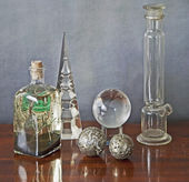 Glass paraphernalia on a wooden table — Foto Stock