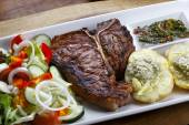 T-bone steak  with vegetables — Stock Photo