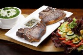 T-bone steaks  with vegetables — Stock Photo
