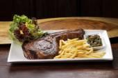 T-bone steak  with vegetables — Stock Photo