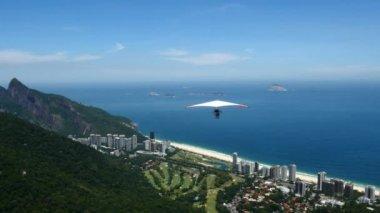 Güzel taş uçuşta kayma — Stok video