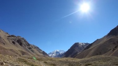 View of the South face of Aconcagua pick — Stock Video