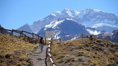 View of the South face of Aconcagua pick — Vídeo stock