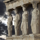 Caryatids, erechtheum temple on Acropolis of Athens, Greece — Stock Photo