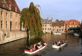 Tourists in Bruges — Stock Photo