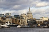 City of London and St. Pauls Cathedral — Стоковое фото